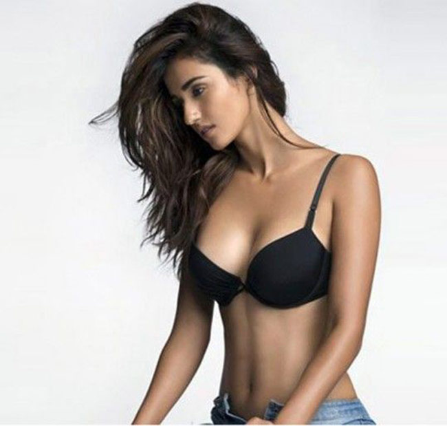 disha-patani-hot-body