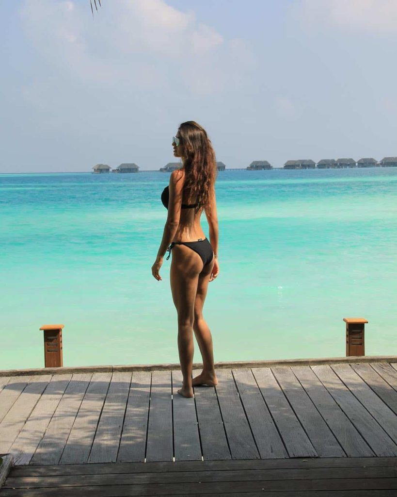 disha-patani-hot-bikini-beach